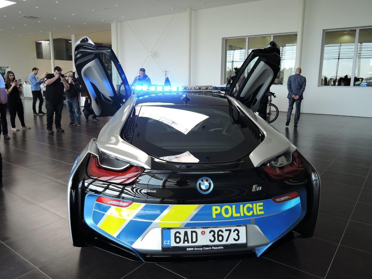 BMW-i8-Police-Car-4