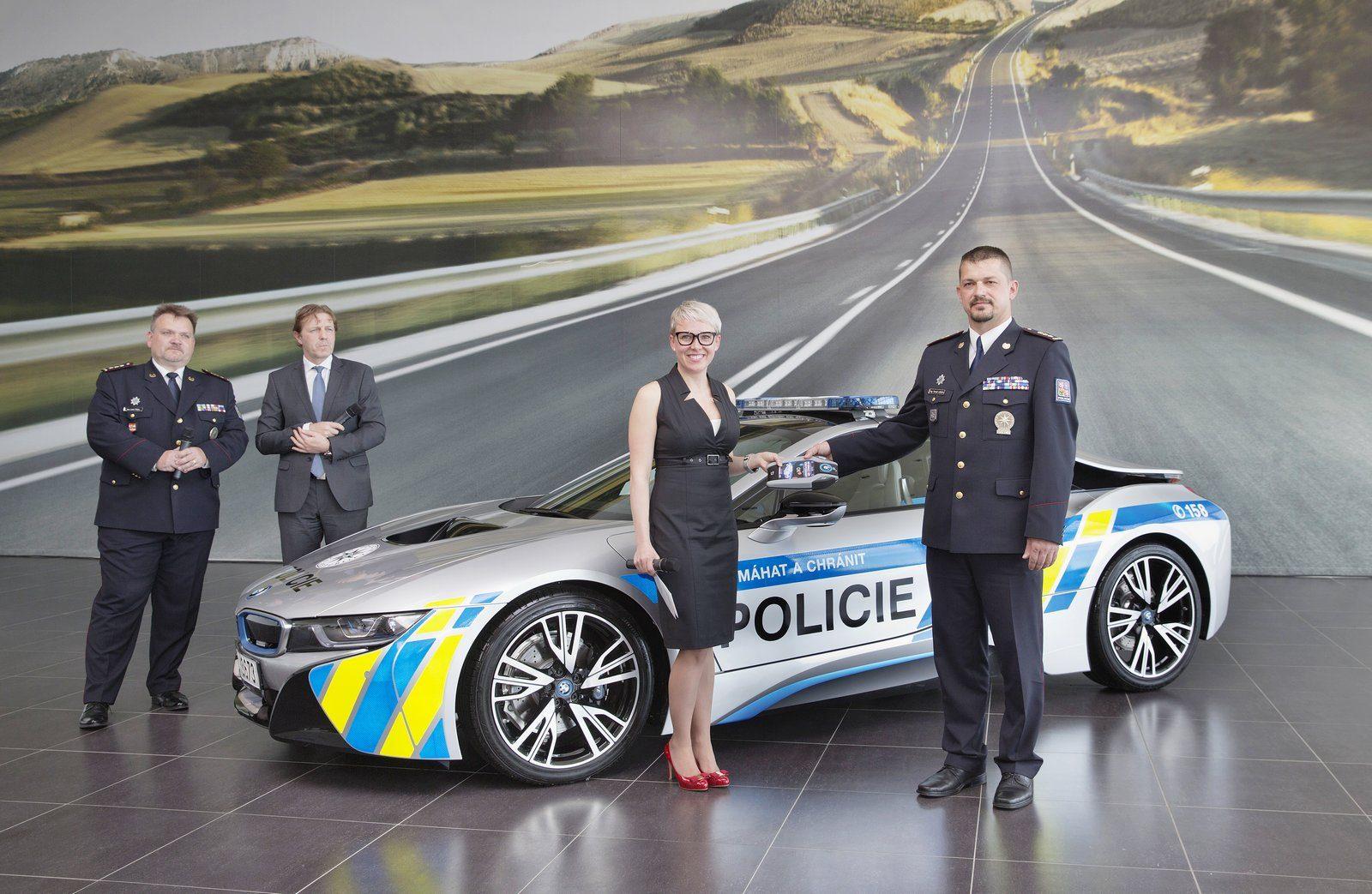 BMW-i8-Police-Car-9
