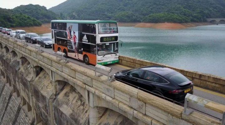 Atunci când nici AI-ul nu are cum să te ajute: un şofer de Tesla Model X blochează un pod cu manevrele sale de amator (Video)
