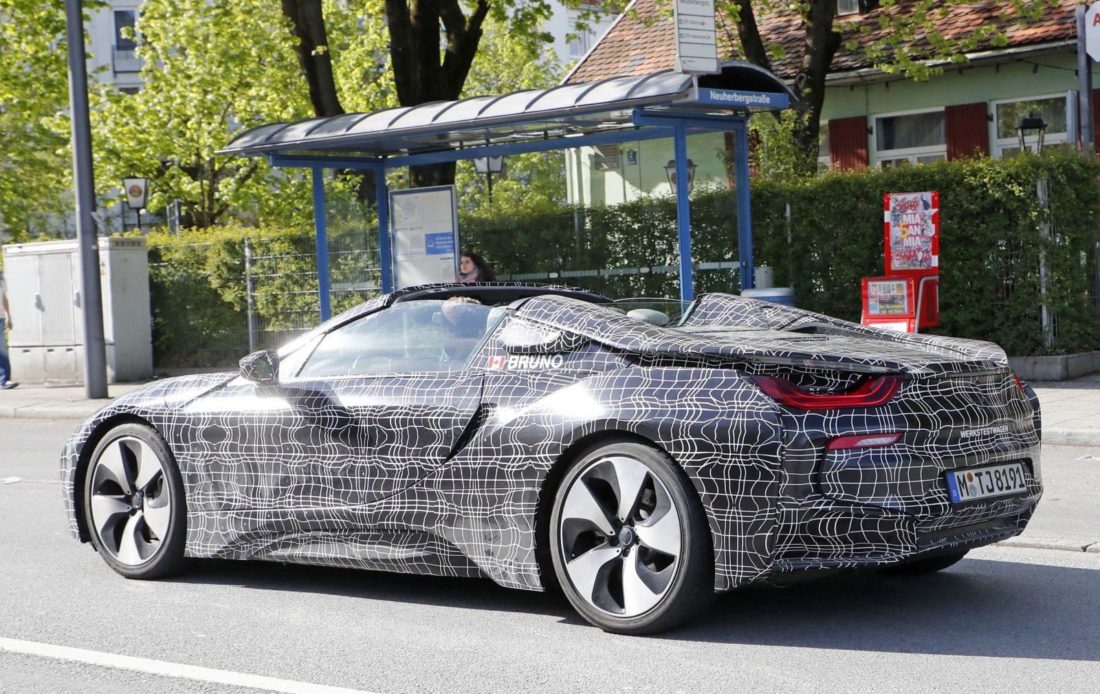 bmw-i8-spyder-close-and-personal-1-1