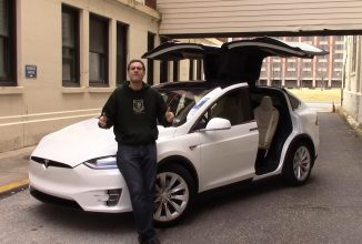 "Tesla Model X primeşte un review plin de ""first world problems"" şi ironie (Video)"