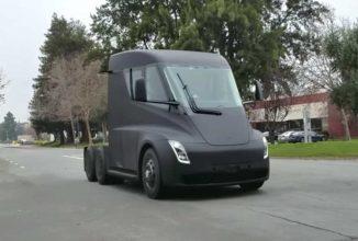 Camionul electric Tesla Semi este surprins rulând pe străzile din California; este extrem de silențios